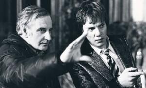 """Σκηνοθετείται η πραγματικότητα; Εδώ ο Λίντσεϊ Άντερσον δίνει οδηγίες για το """"Αν""""."""