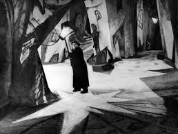 """Σκηνή από την ταινία """"Το εργαστήριο του Δρ. Καλιγκάρι"""", του Βινε."""