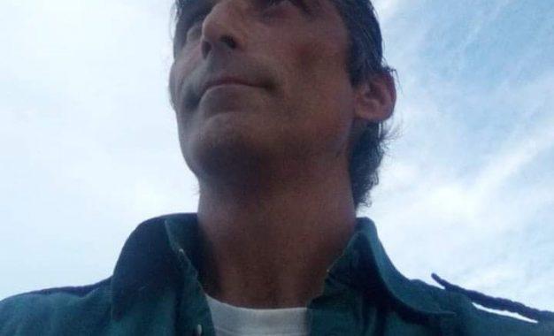 ΣΥΝΕΝΤΕΥΞΗ ΘΕΟΔΩΡΟΥ ΚΟΛΟΒΟΥ: ΕΡΧΕΤΑΙ ΜΕ ΜΙΑ ΚΩΜΩΔΙΑ